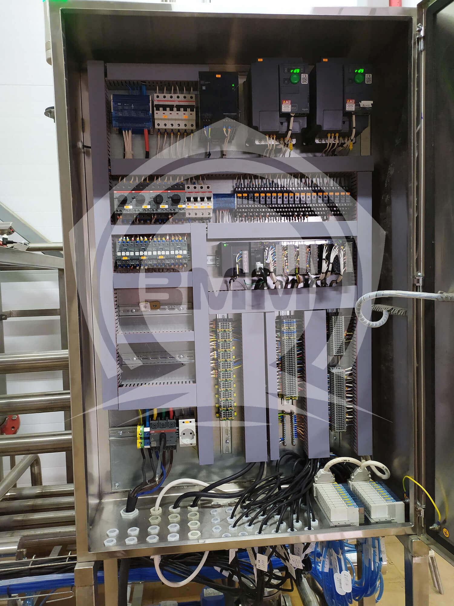 Изображение реализованного проекта на странице Шкафы и пульты управления