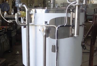 Сыроизготовитель со встроенным парогенератором с мешалкой на отводящемся кронштейне (для сыров типа рикотта, адыгейский)